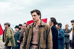 [영화] 29일 개봉 '마틴 에덴', 글로 세상을 바꾸려 한 배고픈 노동자