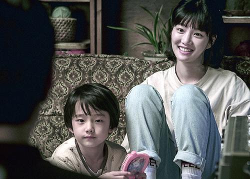 [영화] 정우·오달수 주연 '이웃사촌', 개봉 첫 주 예매율 26.2%로 1위