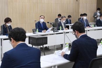 """홍부총리 """"반도체 R&D·시설투자 세액공제 확대"""" 혁신성장 빅3 추진會"""
